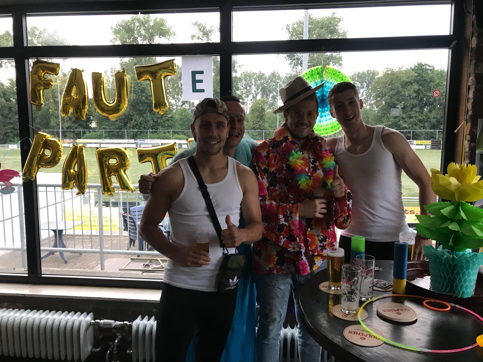 (Schokkende) foto's Foute Party